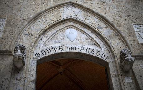 epa05682277 (FILE) A file photo dated 23 March 2016 shows Banca Monte dei Paschi di Siena (BMPS or MPS) headquarters in Piazza Salimbeni, in Siena, Italy. According to media reports on 19 December 2016, Monte dei Paschi has started a share offer on 19 December that is to last until 22 December. The move is aimed at strengthening the bank's financial situation and avoid being bailed out by Italian government. According to reports, some 35 per cent of the shares will be sold to individual investors, while the rest goes to institutional investors.  EPA/MATTIA SEDDA